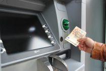 Banken verlangen Mindestbetrag für Geldabhebung