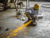 Industrie: Viele Beschäftigte, wenig Arbeit