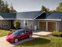Tesla baut die unauffälligsten Solardächer für dein Haus