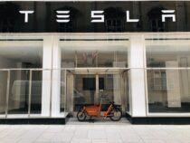 Fake-Bewertungen im Netz, Tesla-Aktie: Jetzt einsteigen?, Rentenbezüge werden immer länger