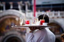 Deutschland braucht 400.000 Zuwanderer pro Jahr, Biontech-Aktie boomt, Personalmangel in Gastronomie