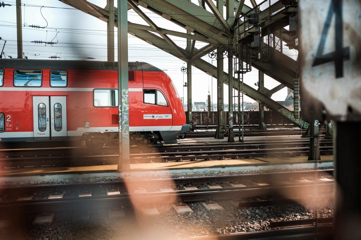 """Rentenversicherung erwartet Plus in 2022, Gratisaktion für ÖPNV-Abonnenten, Deutsche Bahn bietet GDL """"Entgeltkomponente"""" an"""